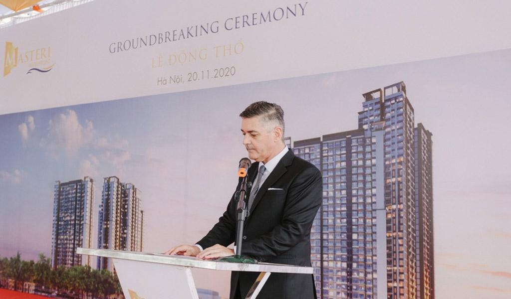 Ông Jason Turnbull tham dự lễ động thổ dự án Masteri Waterfront (Hà Nội) tháng 10/2020.
